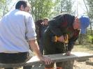 Przygotowanie ławek na poświęcenie